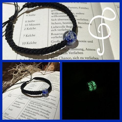 Schwarzes Armband mit Blauer Kugel