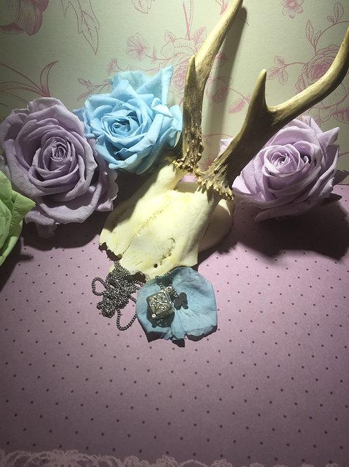 Würfel Amulett mit Edelstahl Kette