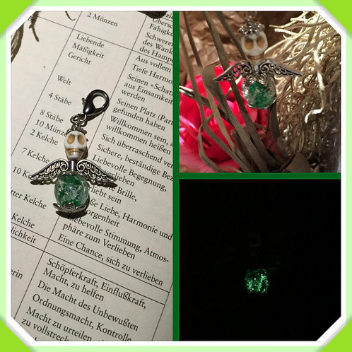 Engelchen mit Totenkopf in grün