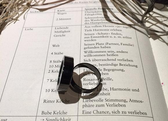 Ring mit Glasfasern in Grün