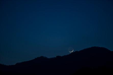 No.01 山の端 眠る月