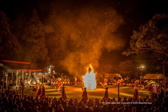 西都市 炎の祭典