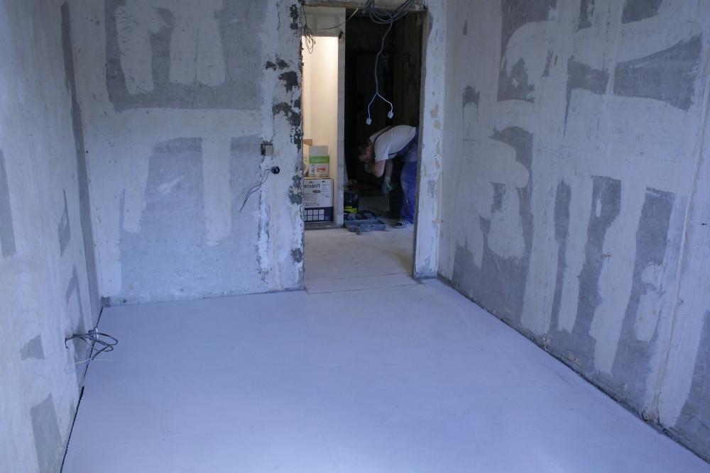 Сухая стяжка в комнате и коридоре