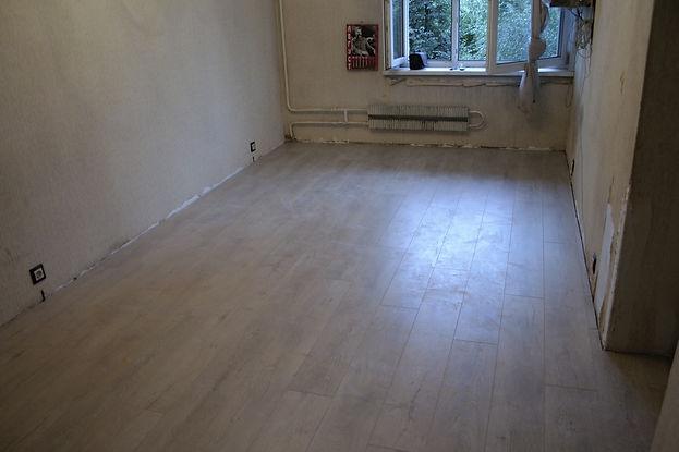 Новый пол в комнате готов