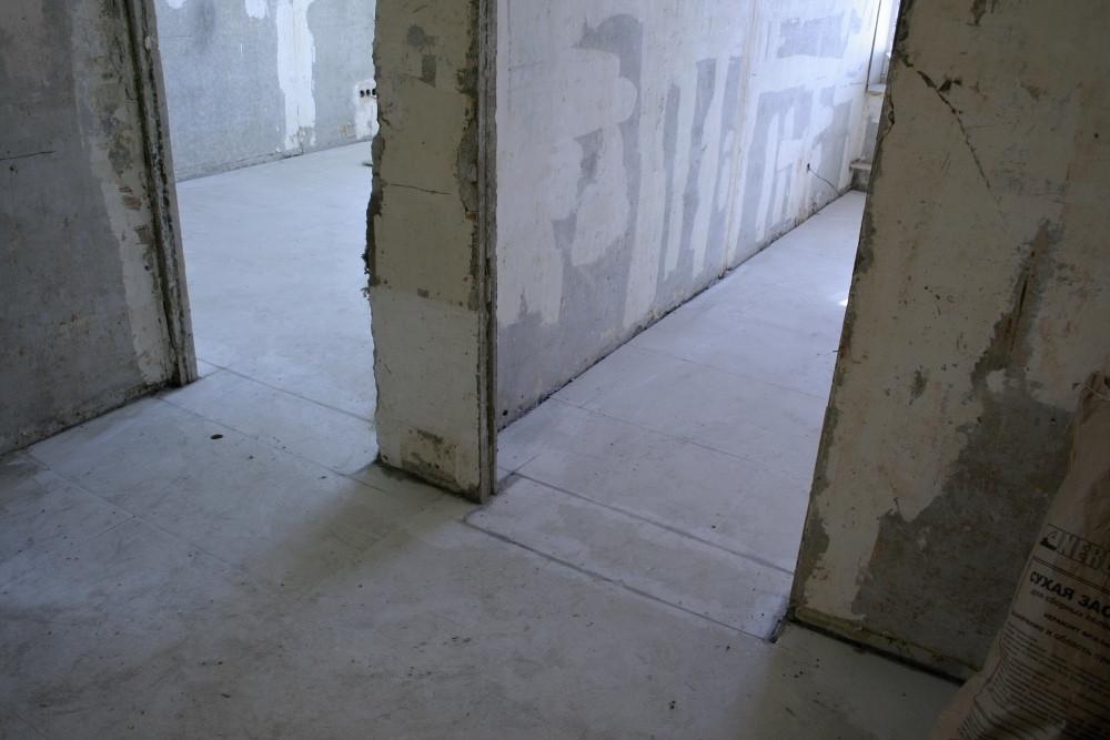 Сухая стяжка в коридоре