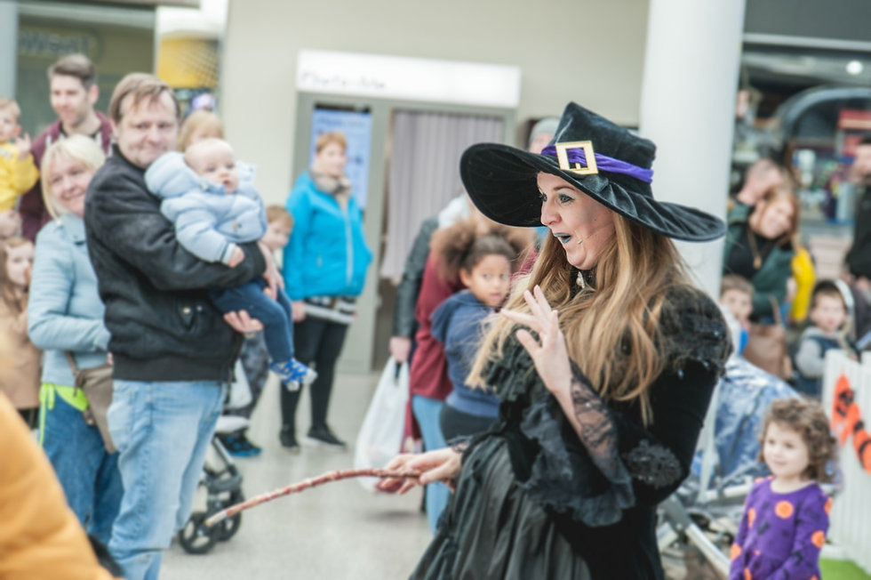 Wanda the Wonky Witch Halloween walkabout act