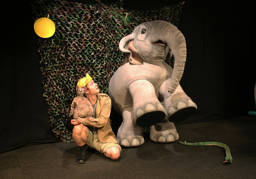 adamabara and zhim elephant and mouse walkabout act