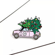 Pins Mini rose avec sapin de Noël