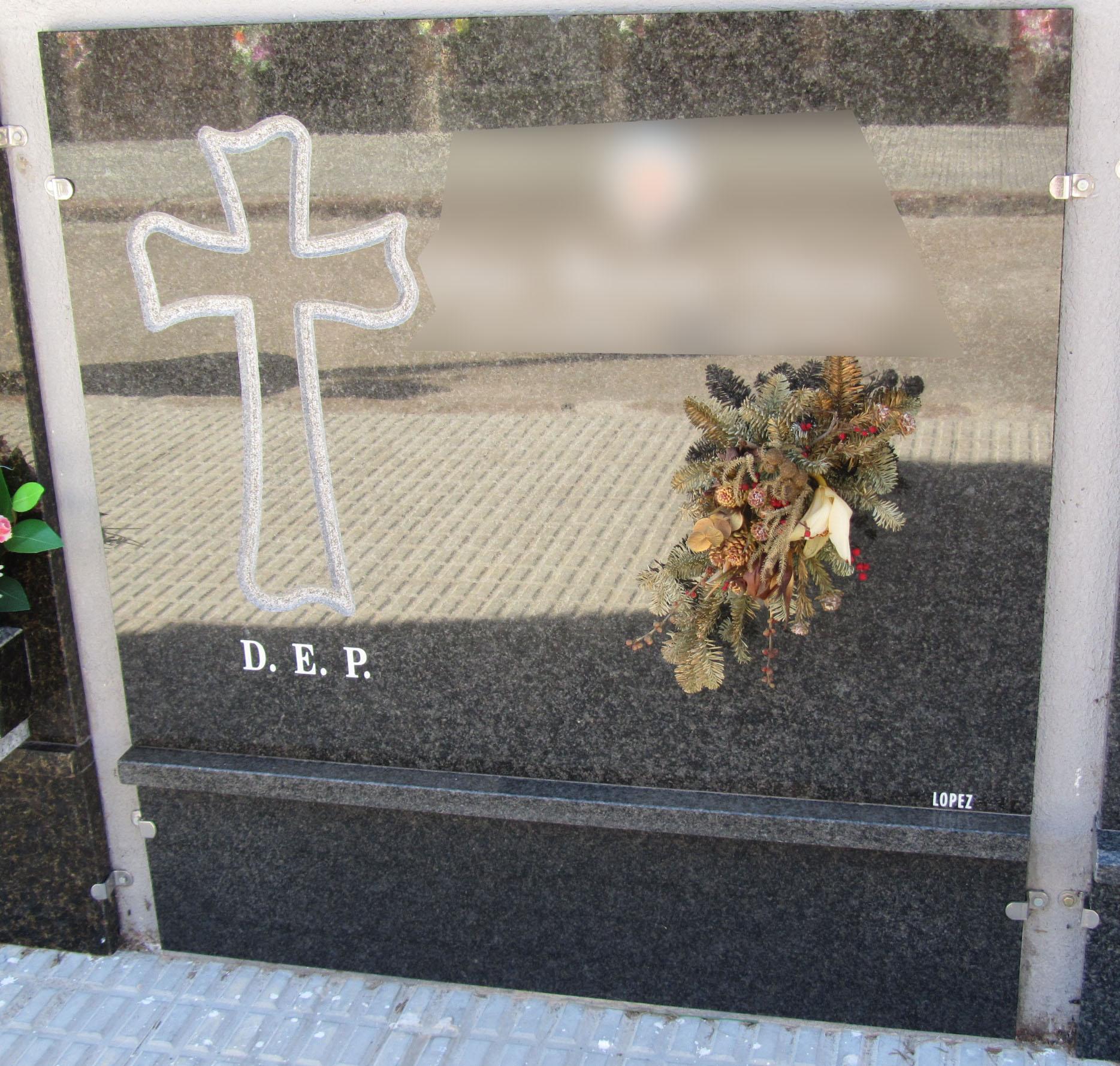 Lapida con cruz plana