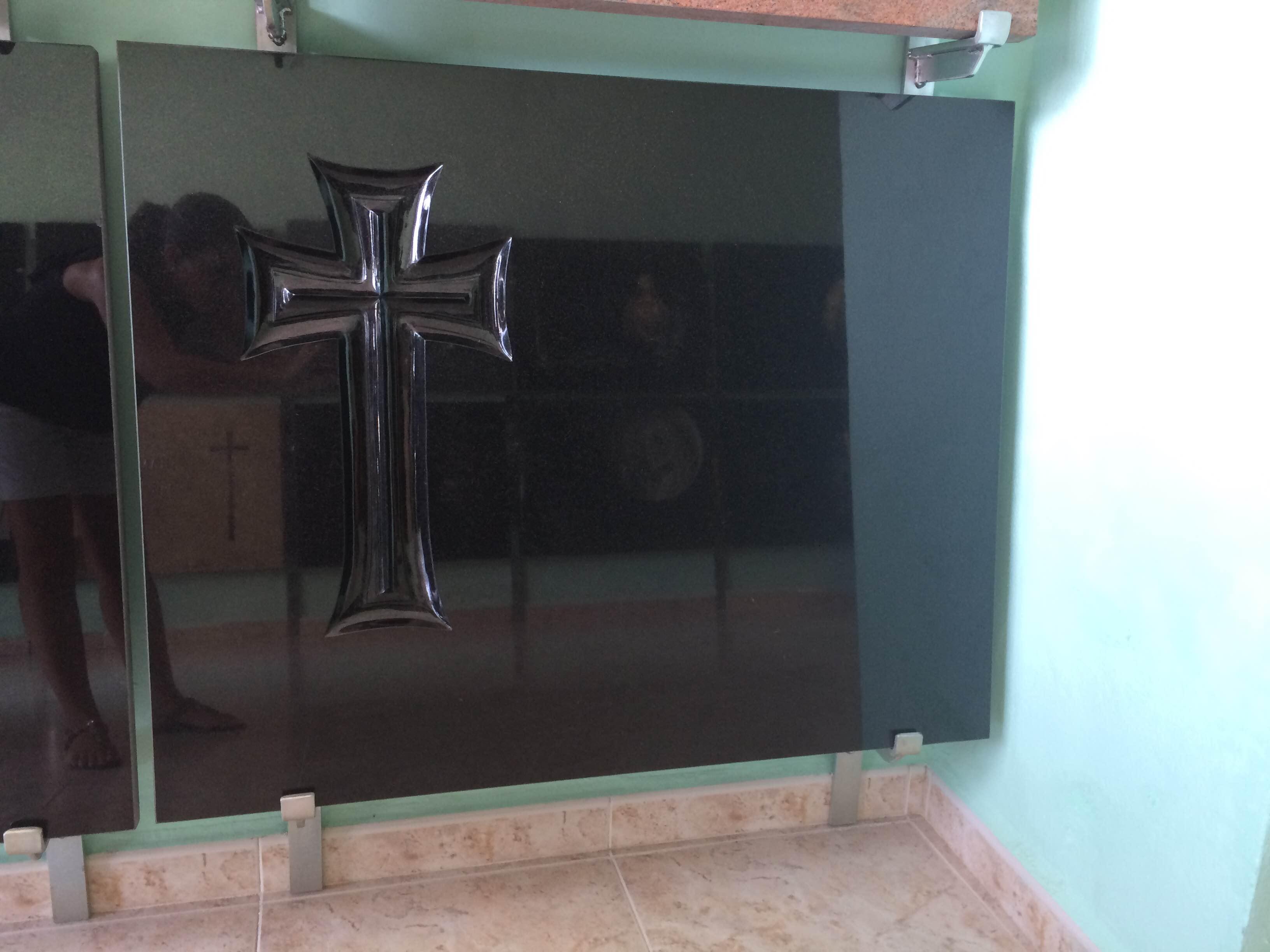 Lapida cruz yelena fondo pulido