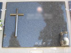 Lapida cruz sobrepuesta