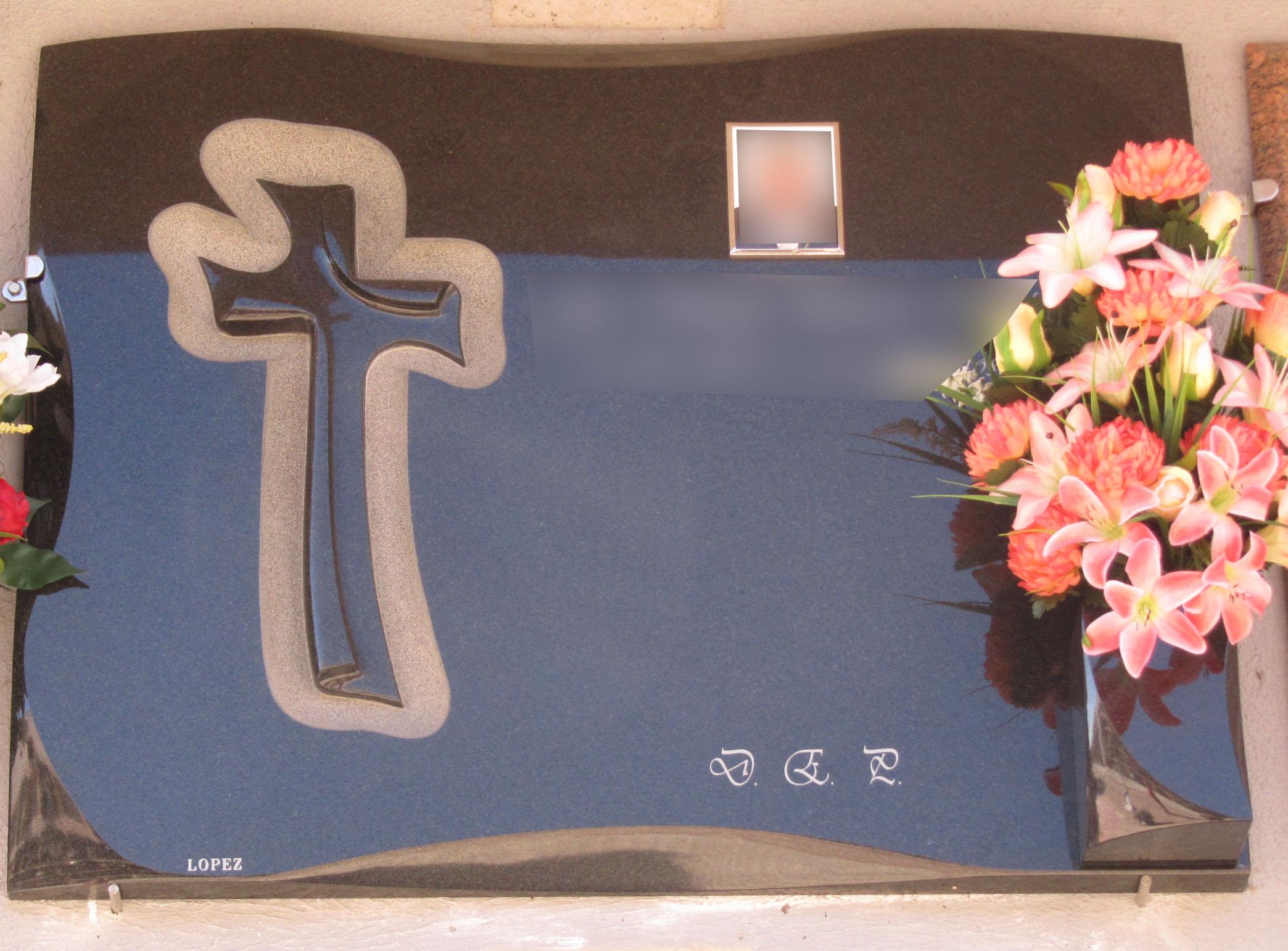 Lapida con cruz forma papel