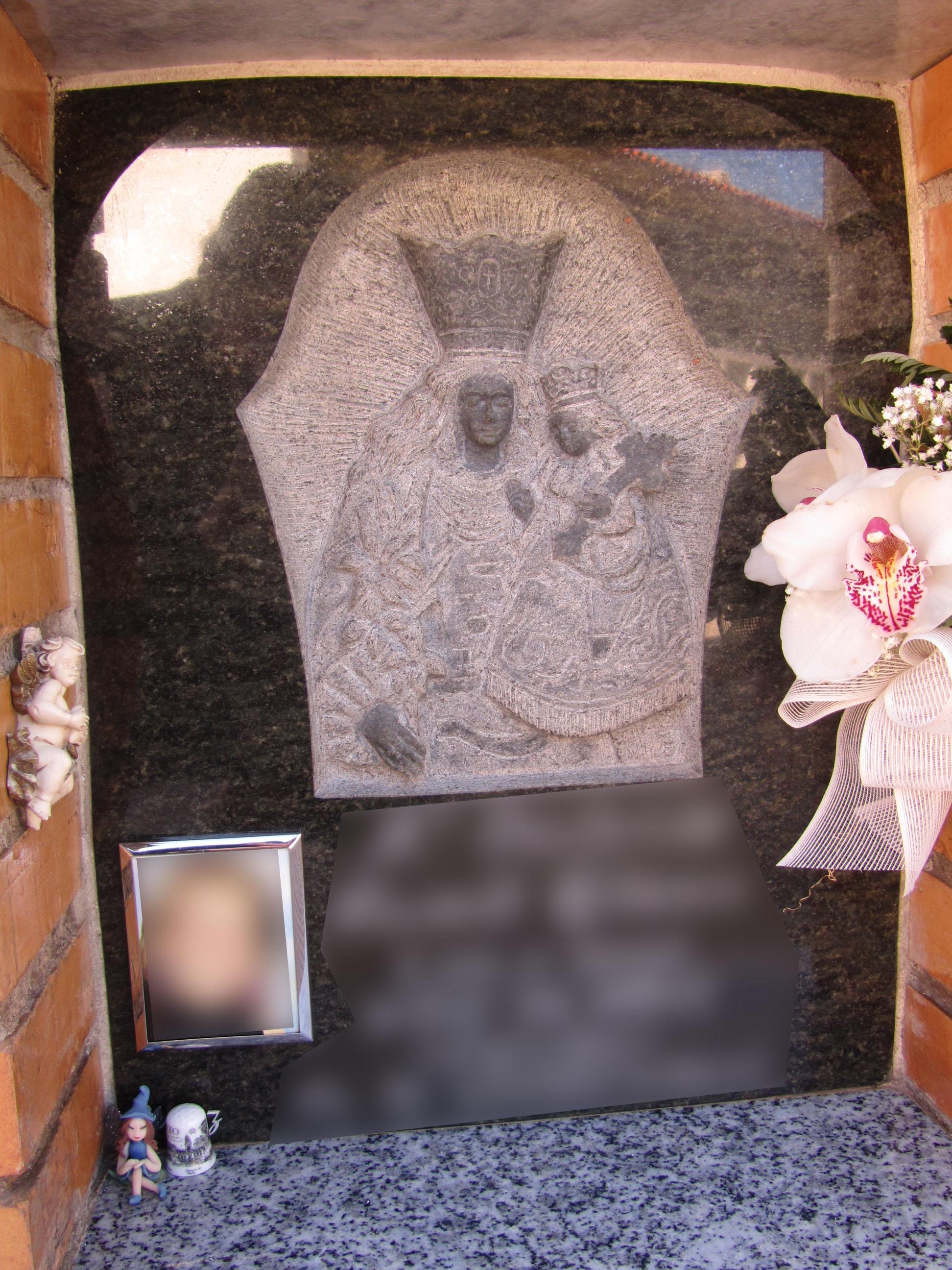 Lapida columbario escultura Virgen