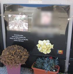 Lapida incrustacion disco Beatles