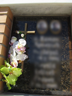 Lapida columbario cruz de bronce