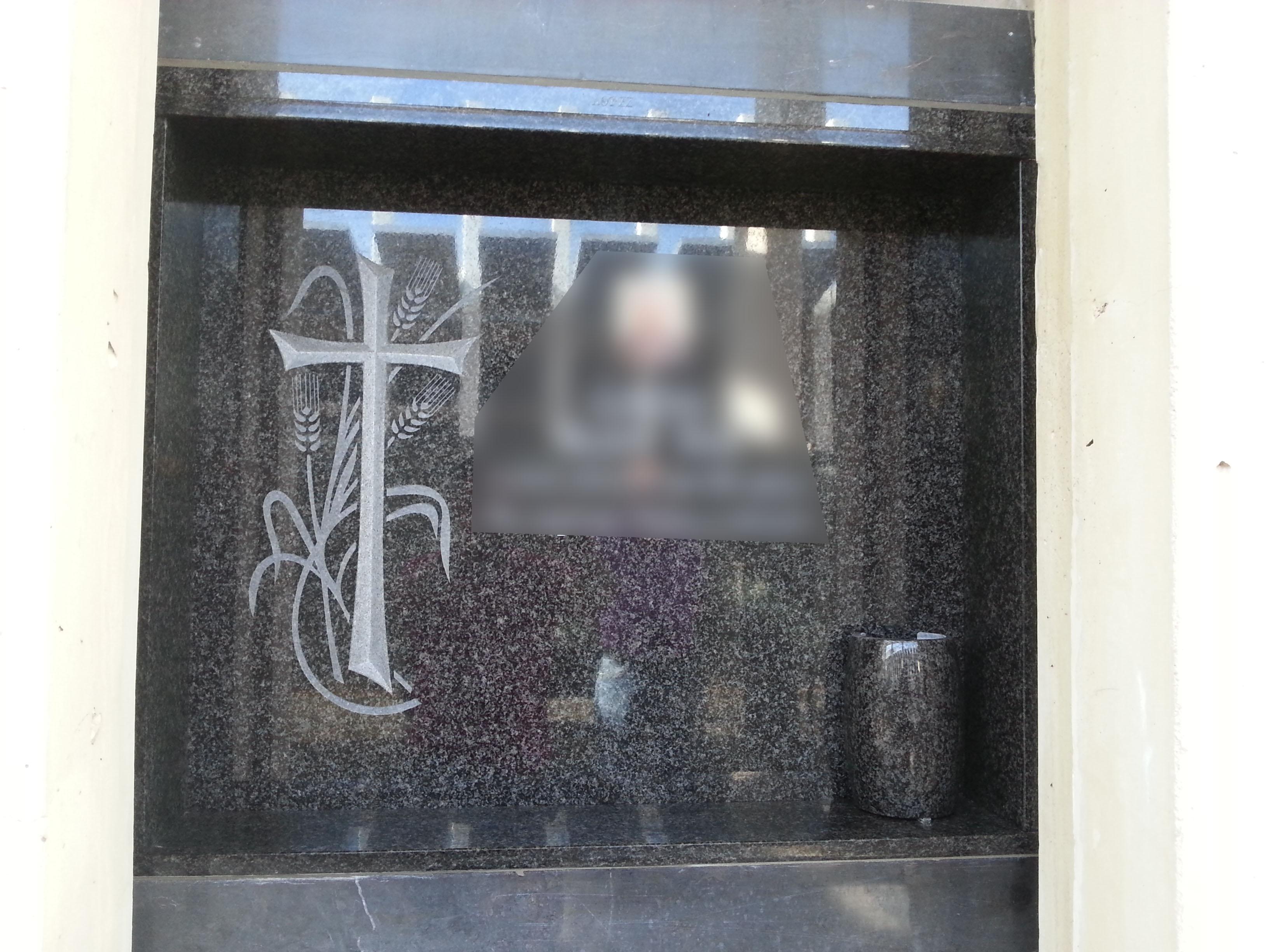 Lapida cruz con espigas