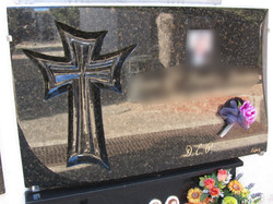 Lapida con cruz especial