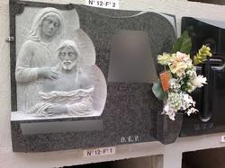 Lapida escultura Piedad