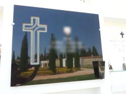 Lapida cruz recta con camino