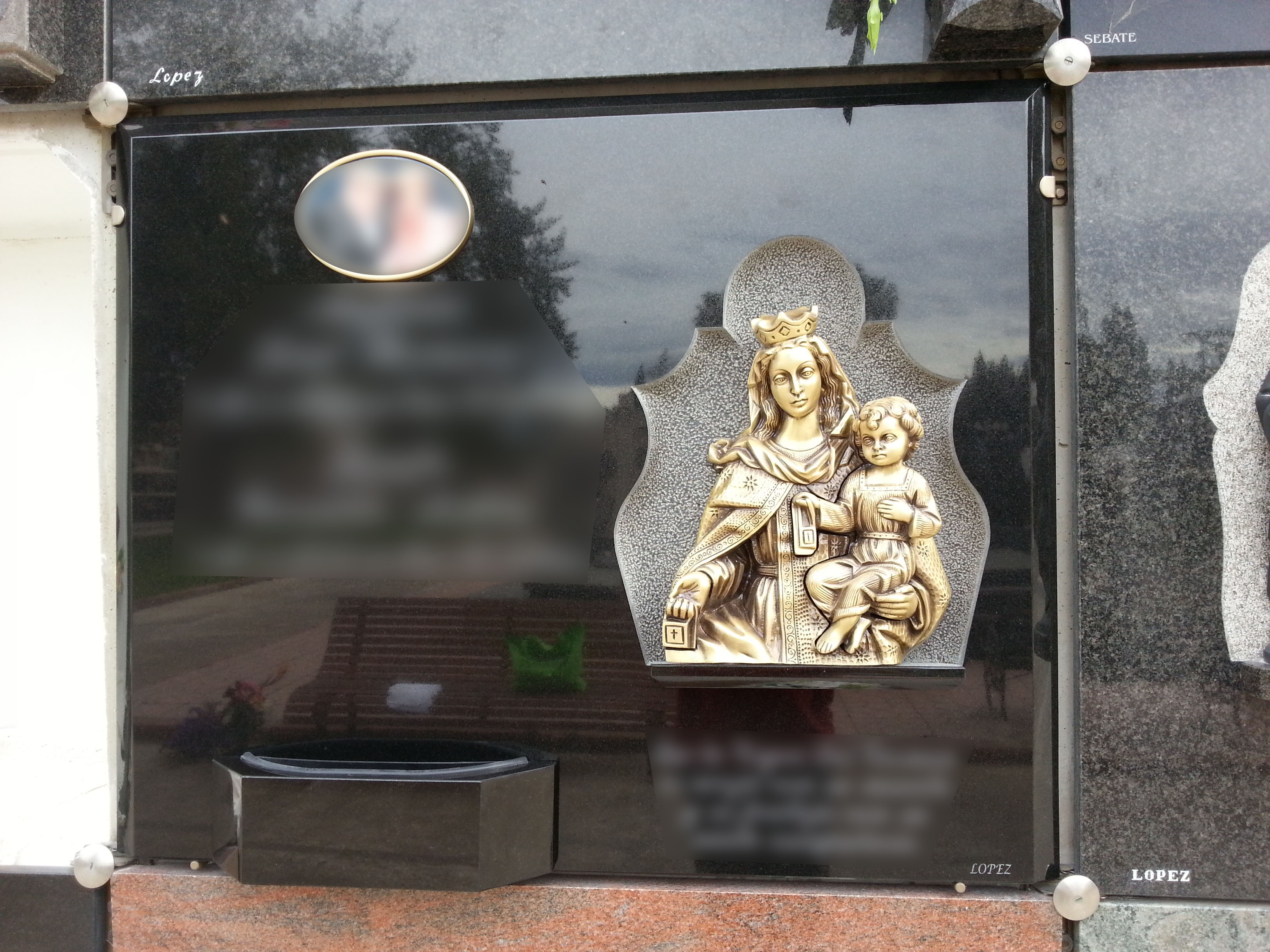 Lapida Virgen del carmen bronce