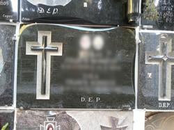 Lapida con cruz trabajada