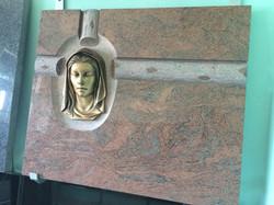Lapida cabeza Virgen bronce