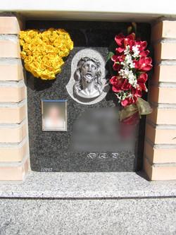 Lapida columbario cristo