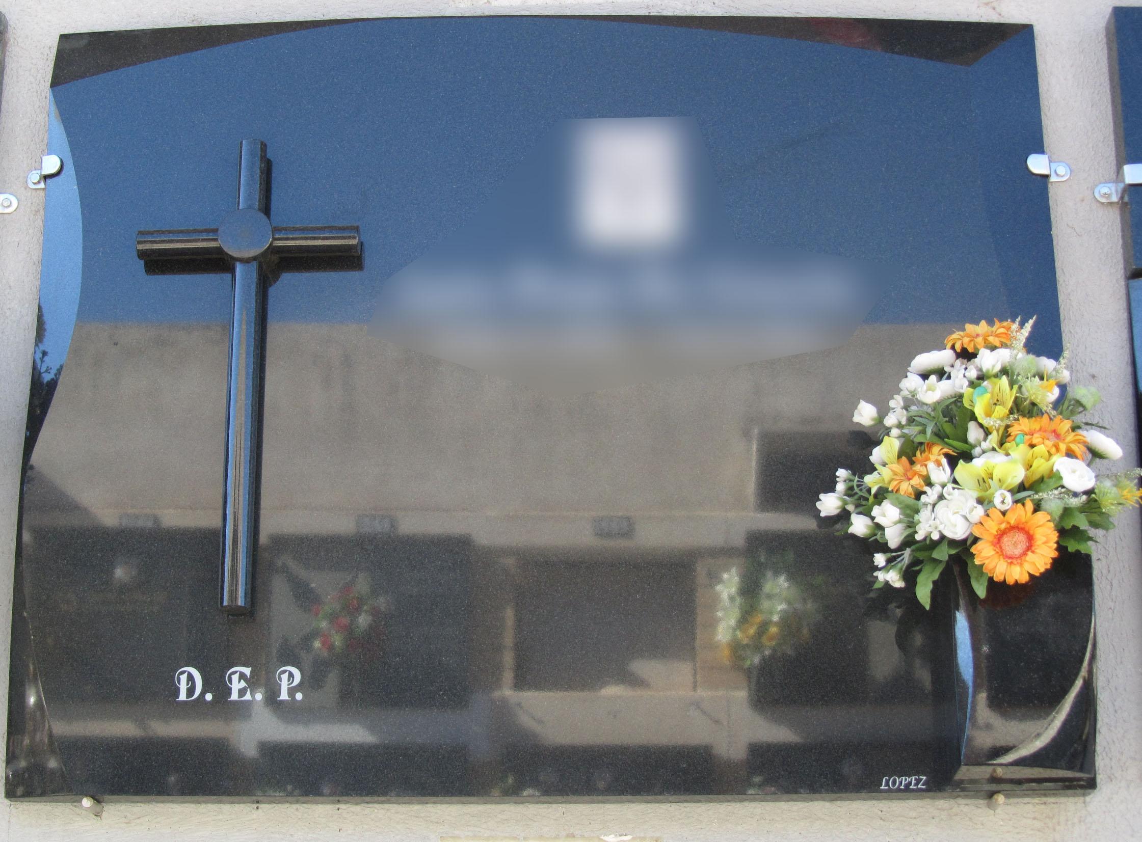 Lapida con cruz redonda