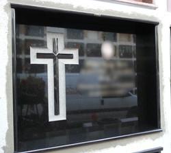 Lapida con cruz clasica