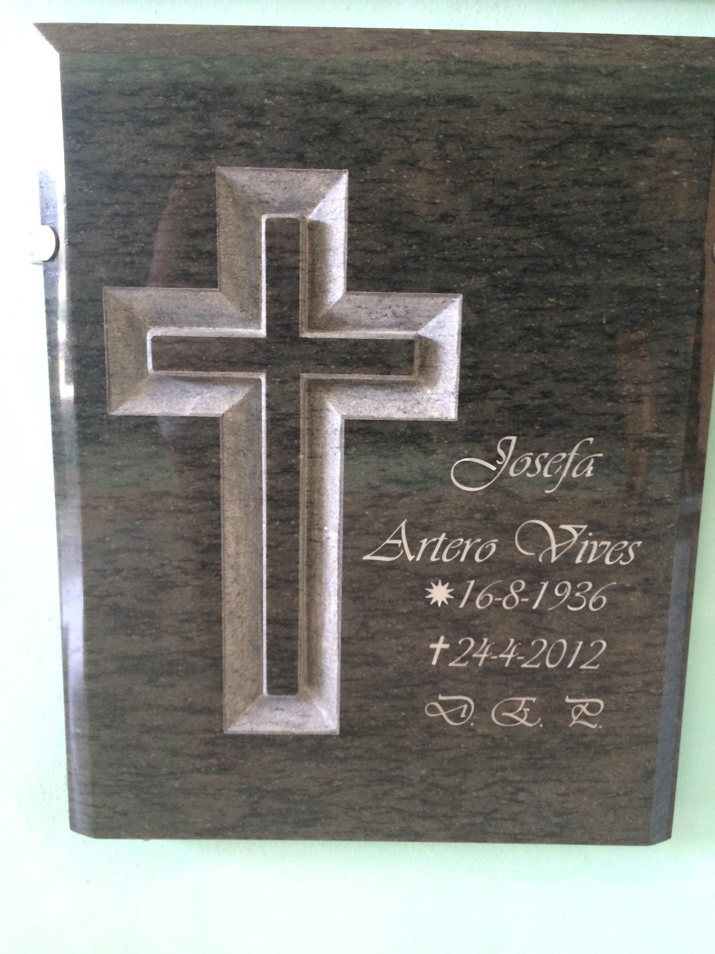 Lapida de columbario con cruz