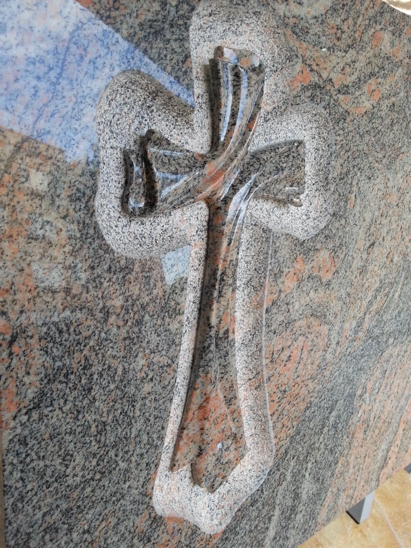 Lapida cruz especial contorneada