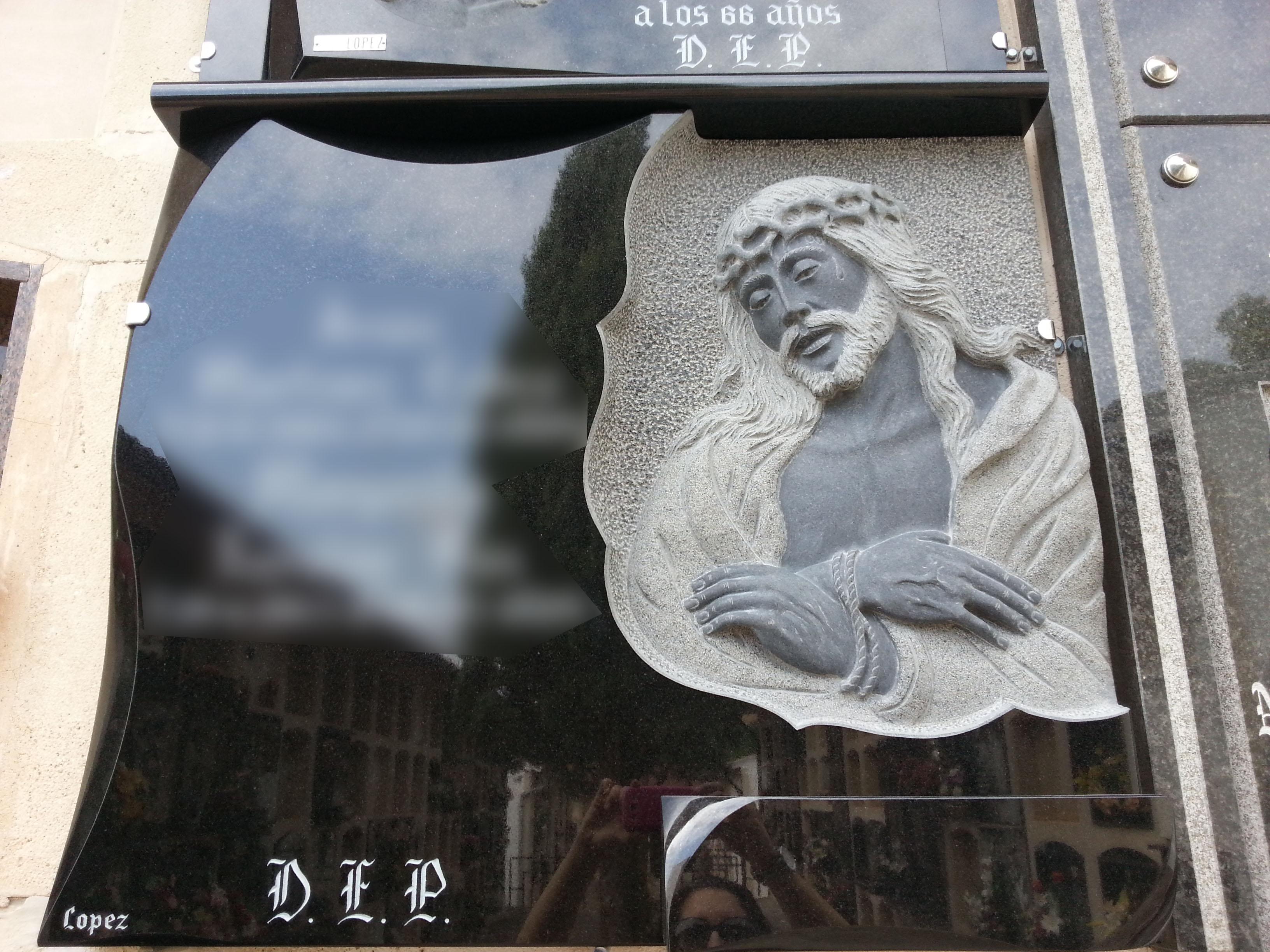 Lapida escultura Cristo
