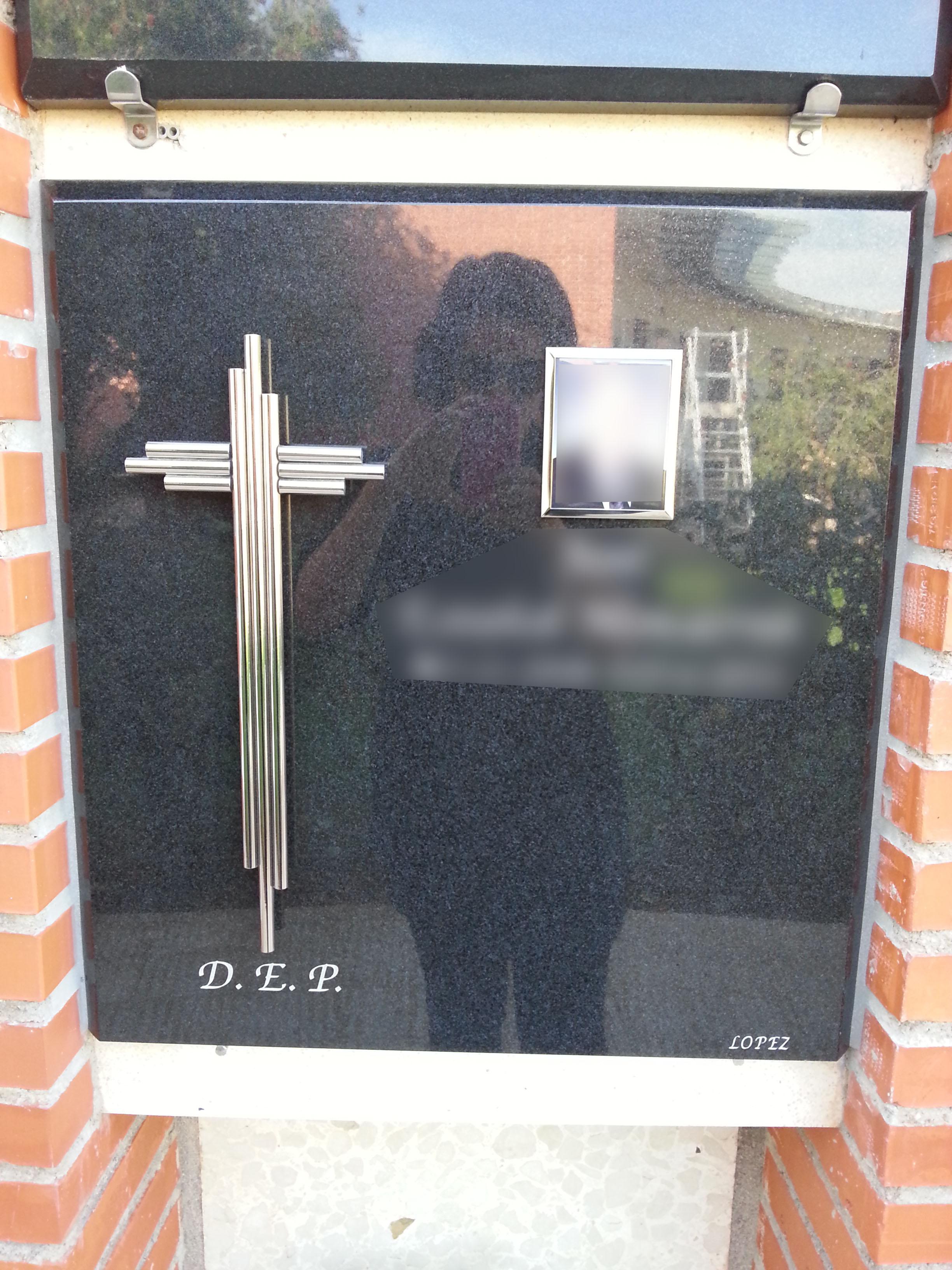 Lapida columbario cruz acero