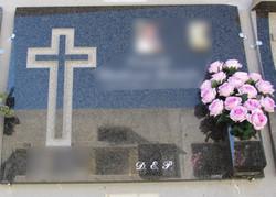 Lapida con cruz recta sencilla