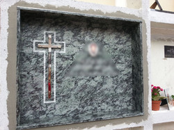 Lapida cruz acero con repicado