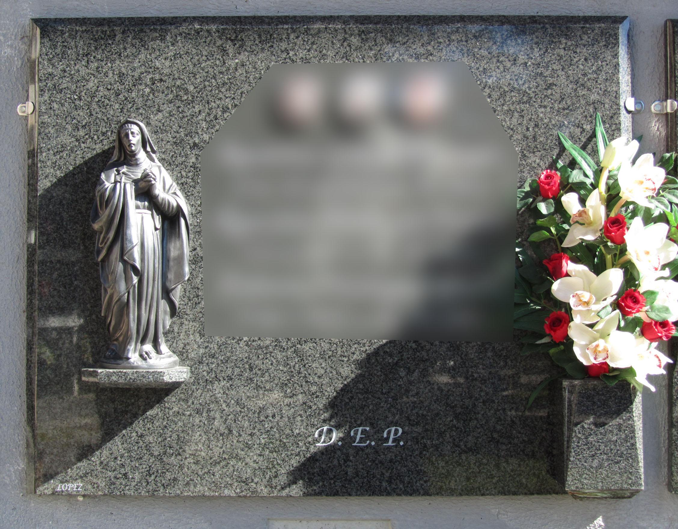 Lapida figura Virgen de los Dolores