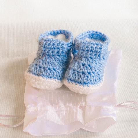 מתנה ליולדת עבודת יד - נעליים סרוגות