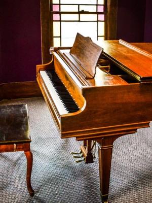 grand-piano-grayson-300x400