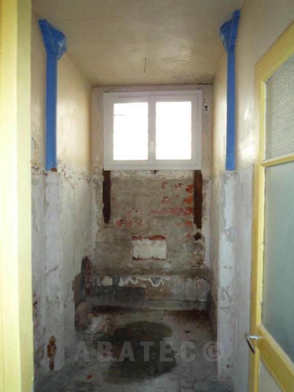 demolition salle de bain avant
