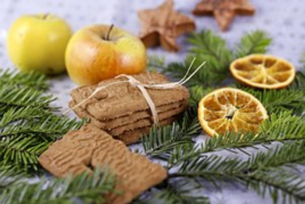 Top 10 Essential Oils to Bring Back the Spirit of Christmas