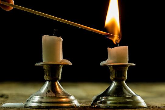 Candle lighting AdobeStock_182177195.jpe