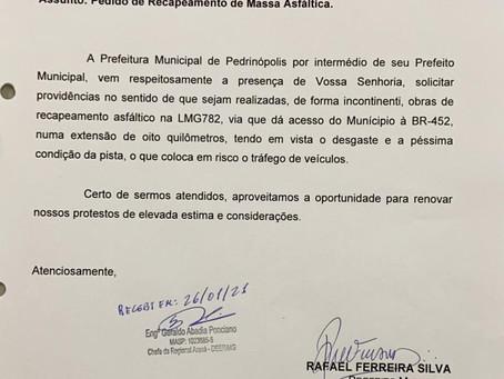 Ofício ao DER/MG, solicitando providências para que seja realizado recapeamento asfáltico na LMG782