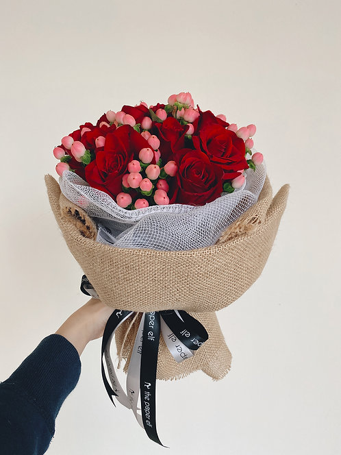 10 Kenya Red Roses and Berries