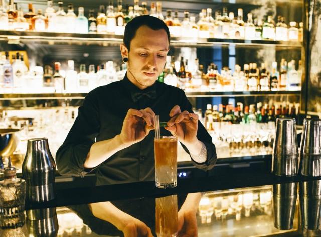 Francesco-Giordanetto-Barman-Le-Tres-Particulier-crédit-Aura-Constantin
