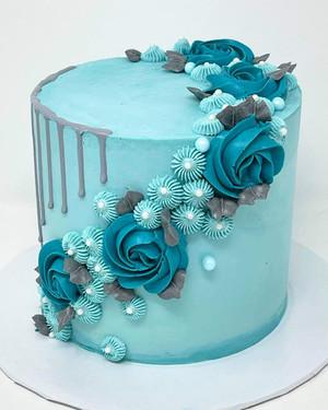 Rosette drip cake