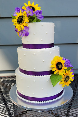 Sunflower cake with ribbon