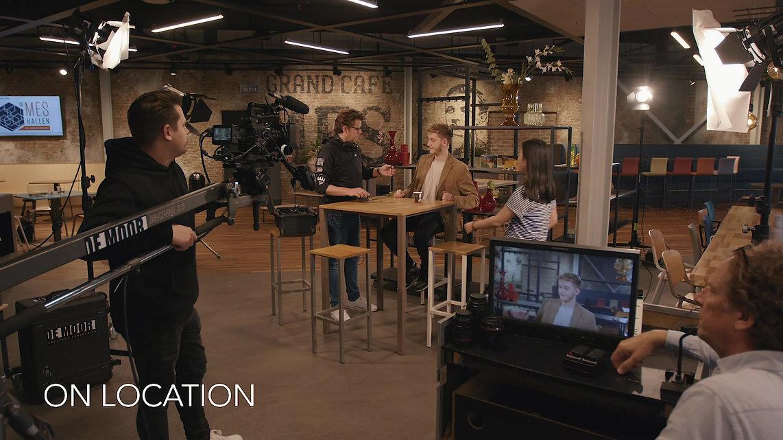 een kijkje achter de schermen in onze film studio, audio studio (voor voice over), edit suite, foto studio, green screen studio (chroma key). Hier zie je hoe wij commercials, bedrijfsvideos, promotievideos maken en bedenken.