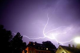 thunderstorm-1097528_1920.jpg