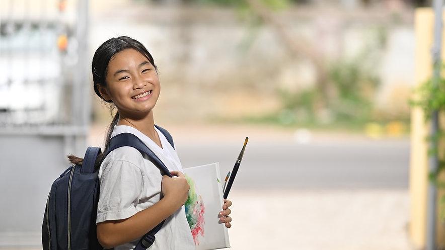 schoolgirl-is-holding-painting-equipment