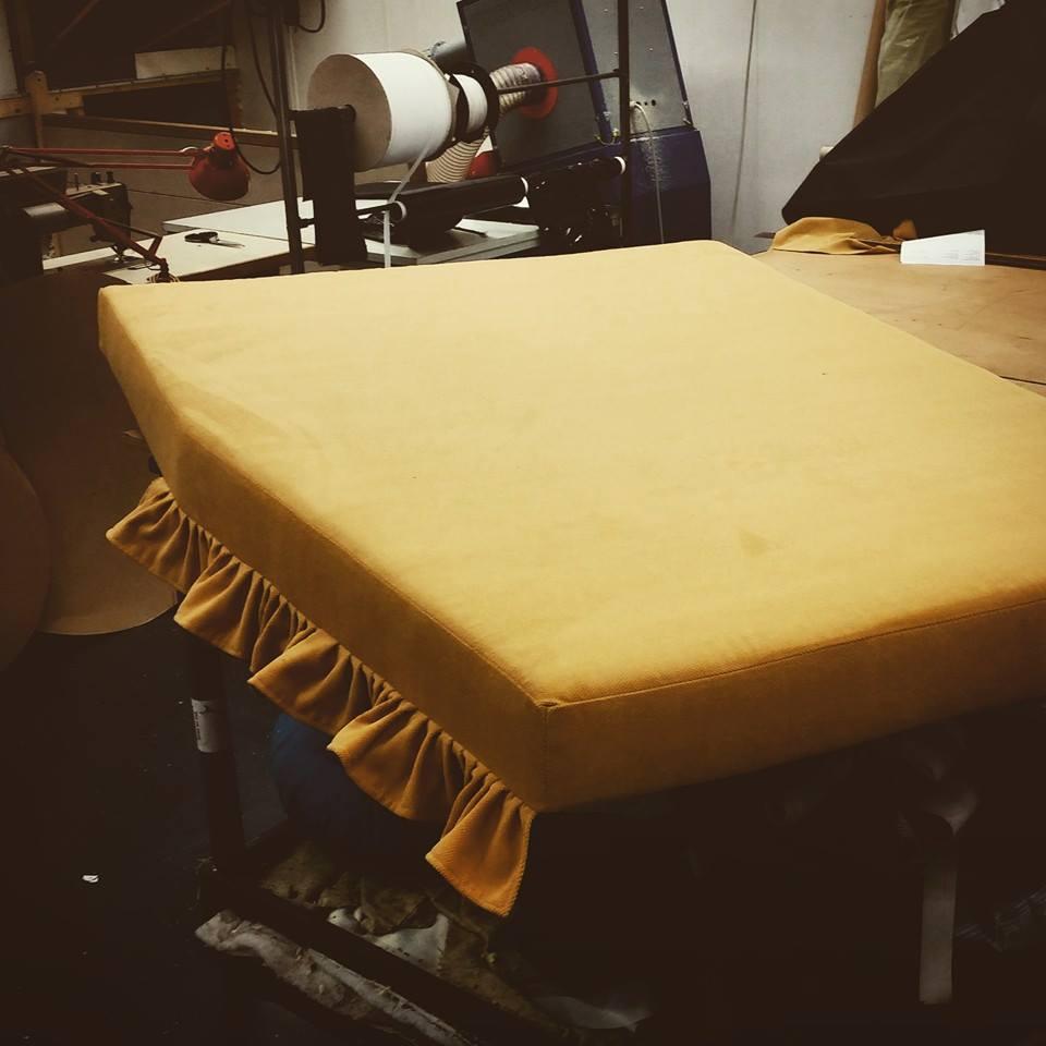 Frans matras  op maat met meubelstof